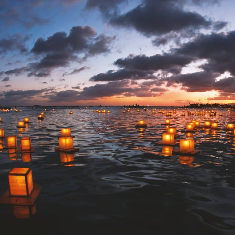 Sky laterns – in memory of the victims of the 2004 tsunami